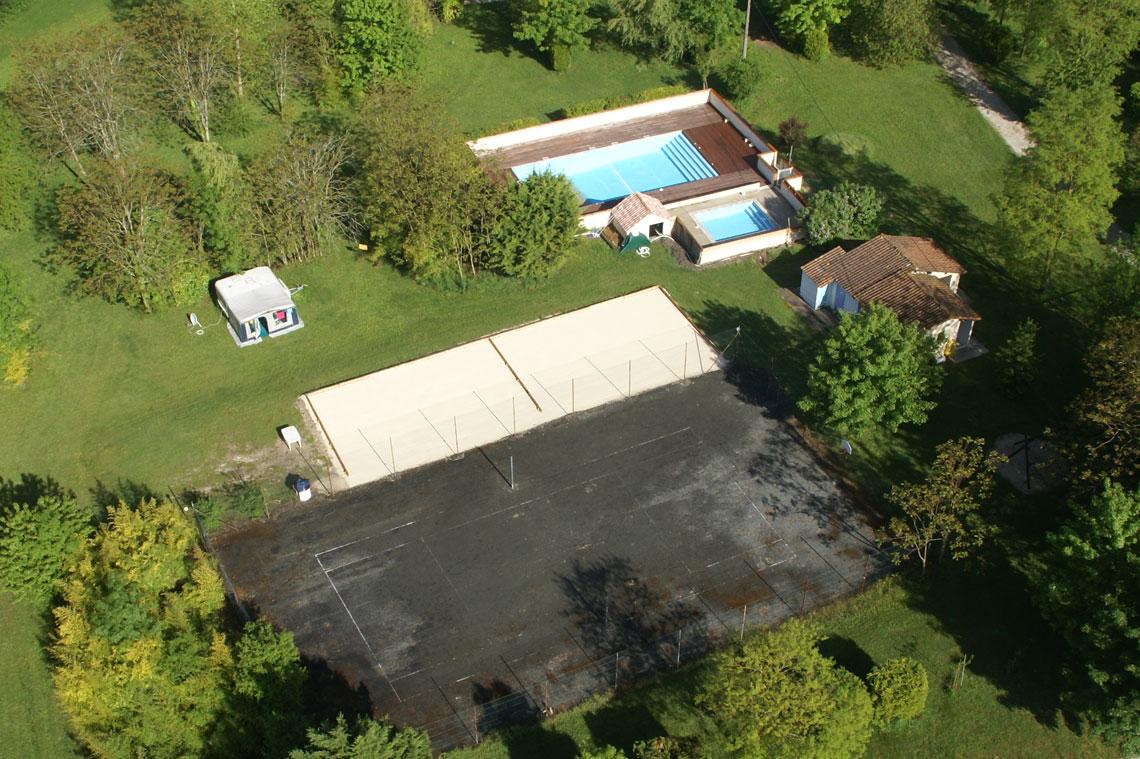 terrains multi sports et piscine