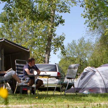 Un camping au coeur de la nature à la limite Charente - Périgord